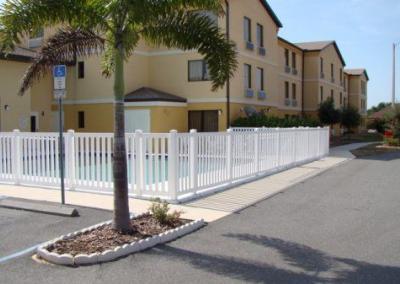 Comfort Inn Eutis, FL - Vinyl Fence - Fence It - orgcw20190805